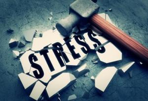 onverklaarbare-klachten-en-bijnieruitputting-door-stress-hamer
